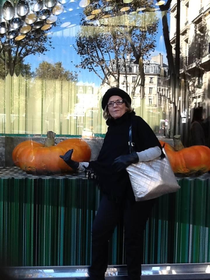Doris Abrantes em Paris. Foto: divulgação