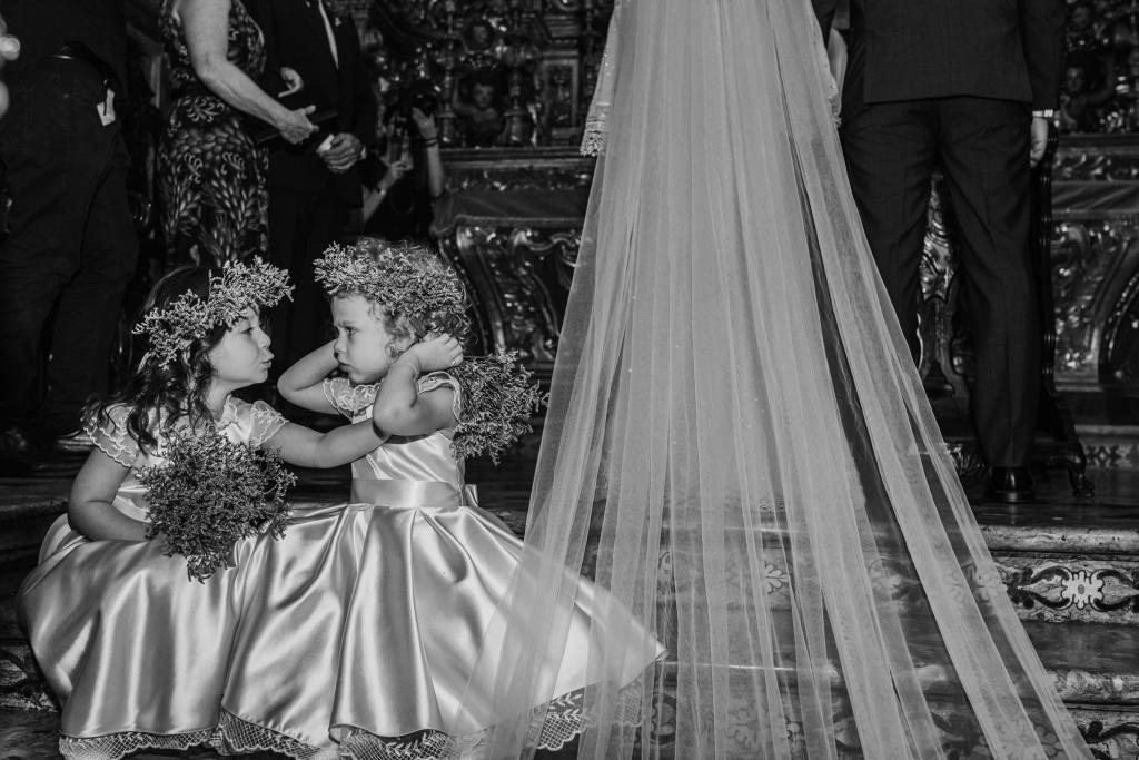 Daminhas brincando durante a cerimônia de Carol e Diego. Foto: Gustavo Marialva