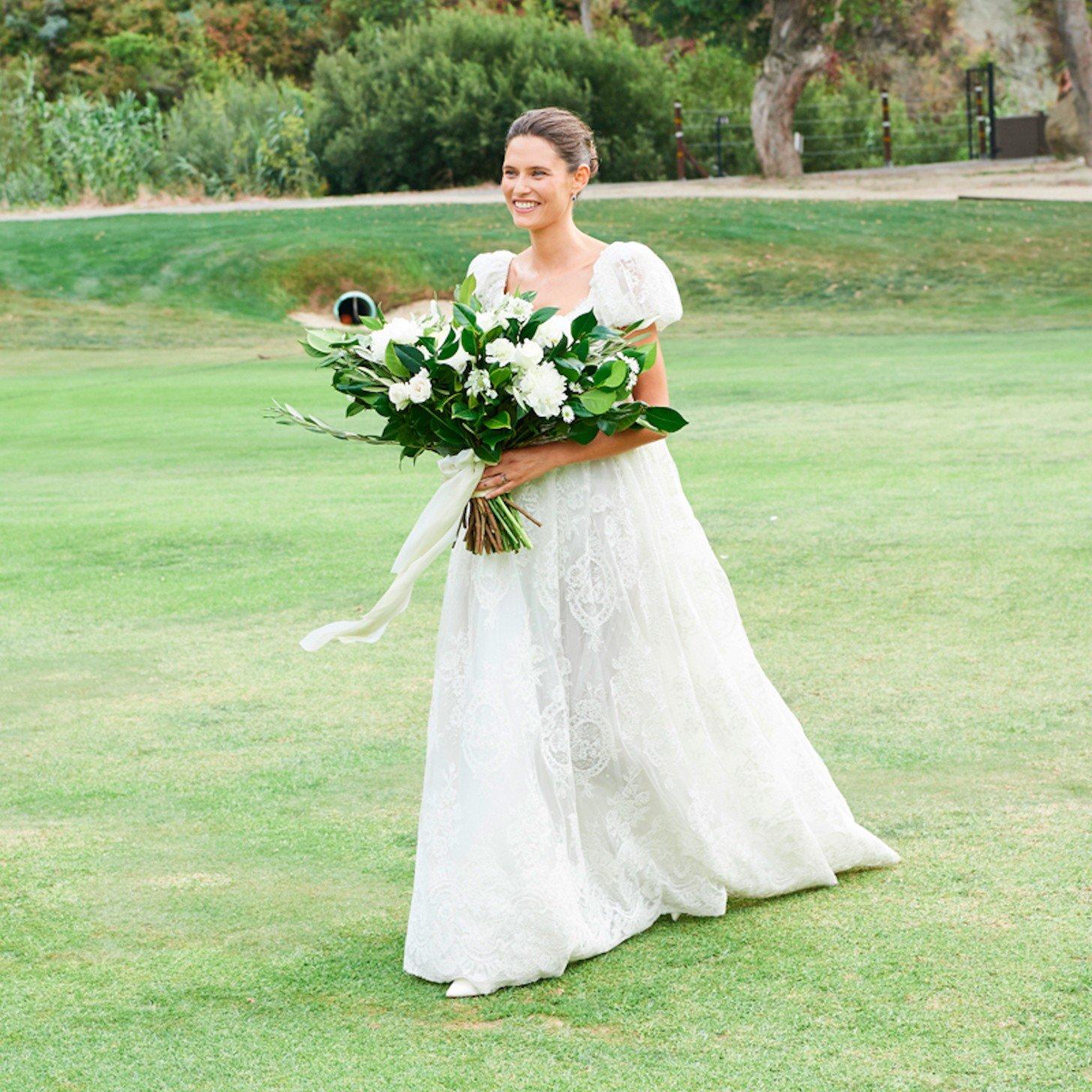 modelo italiana Bianca Balti com look sob medida de Dolce & Gabbana. Foto: reprodução internet