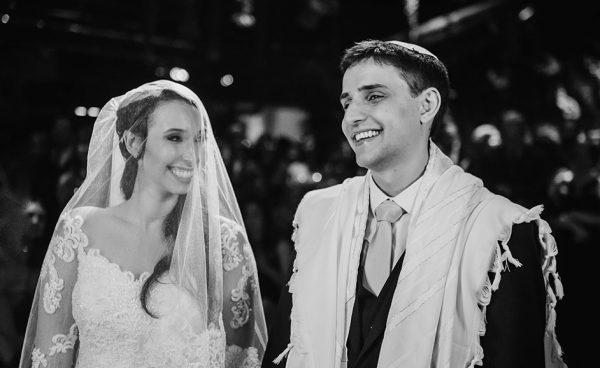 Amor, festa e tradição em um lindo casamento rústico